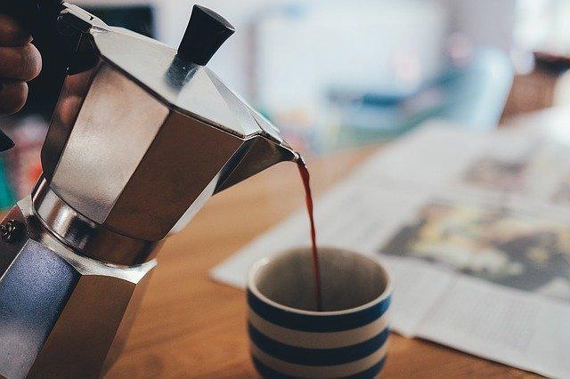 moka pot pouring coffee